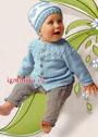 Голубой жакет с круглой кокеткой из кос и шапочка с сердечками для малыша. Спицы