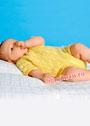 Для малыша 3-9 месяцев. Комбинезон с ажурным узором. Спицы