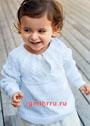 Для малыша 1-4 лет. Белый пуловер с кокеткой из кос. Спицы