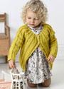Для малышки в возрасте от 3 месяцев до 4 лет. Желтый теплый жакет с круглой кокеткой. Спицы