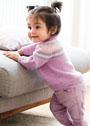 Для малышки в возрасте до 3 лет. Розовый пуловер с жаккардовой кокеткой. Спицы