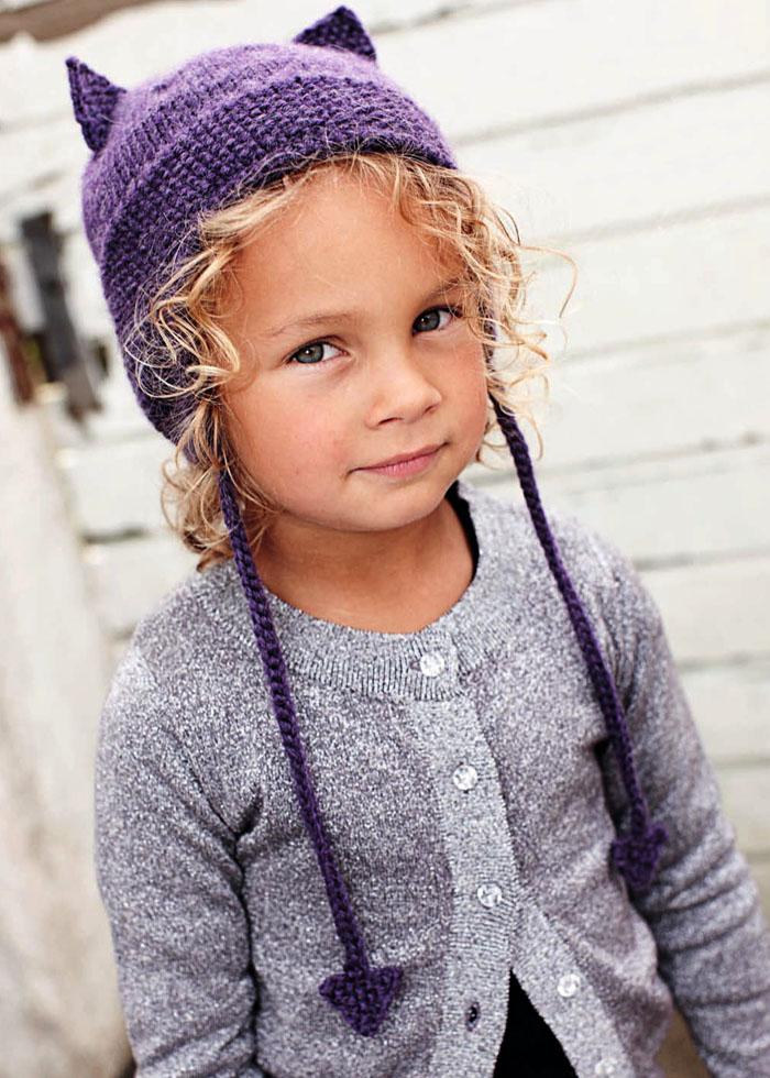 Для девочки 2-5 лет. Теплая шапочка с декоративными ушками. Спицы