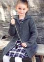 Для девочки 3-11 лет. Серое пальто со структурным узором. Спицы