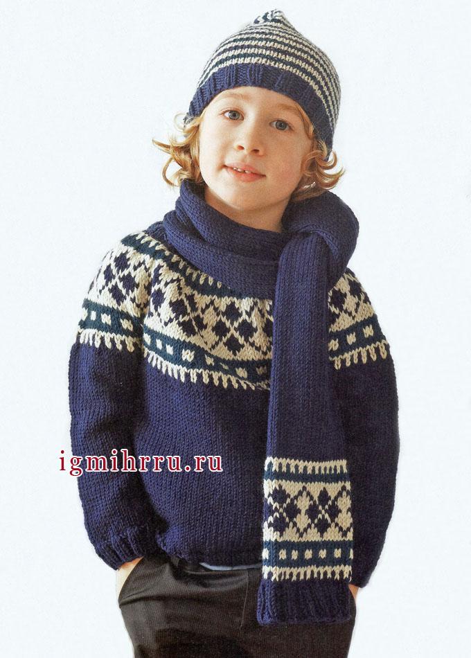 Теплый зимний комплект для мальчика: свитер, шапочка и шарф. Вязание спицами