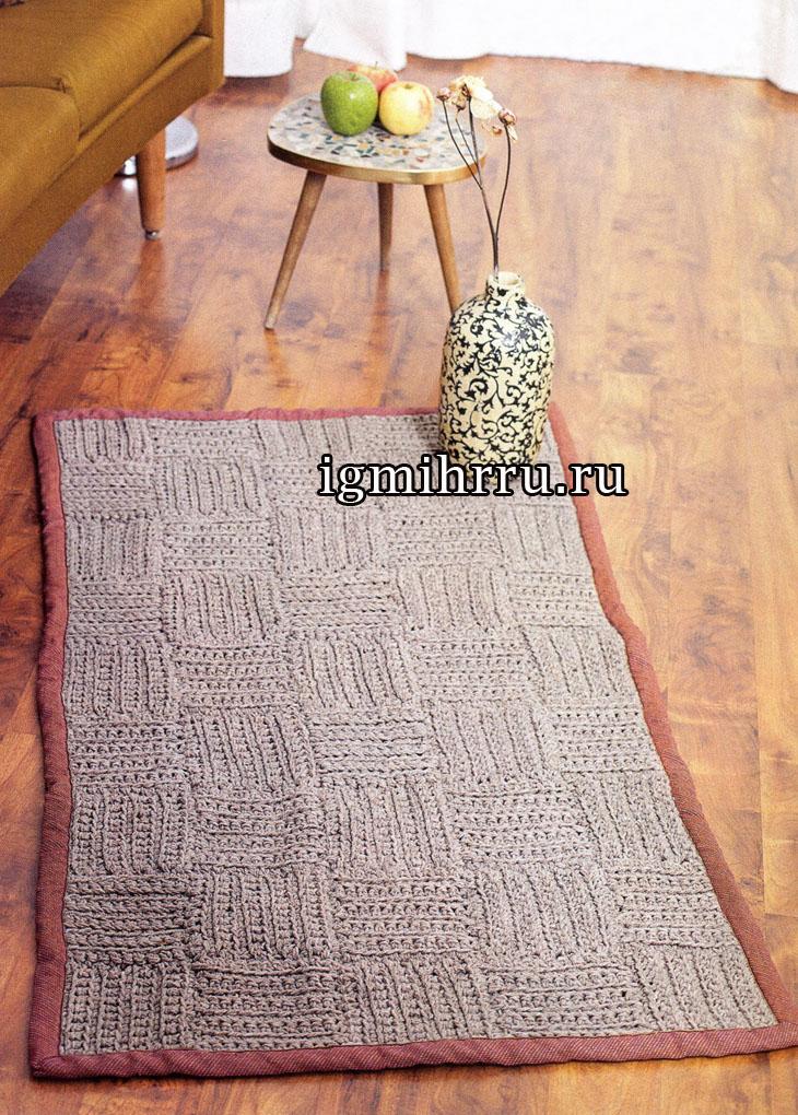 Серый коврик из квадратов, связанный толстым крючком. Вязание крючком