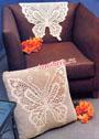 Бабочки в интерьере: накидка на кресло и деталь на подушку. Крючок