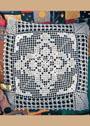 Декоративная деталь на подушку в технике филейного вязания. Крючок