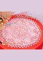 Розовая салфетка с цветочным узором. Спицы