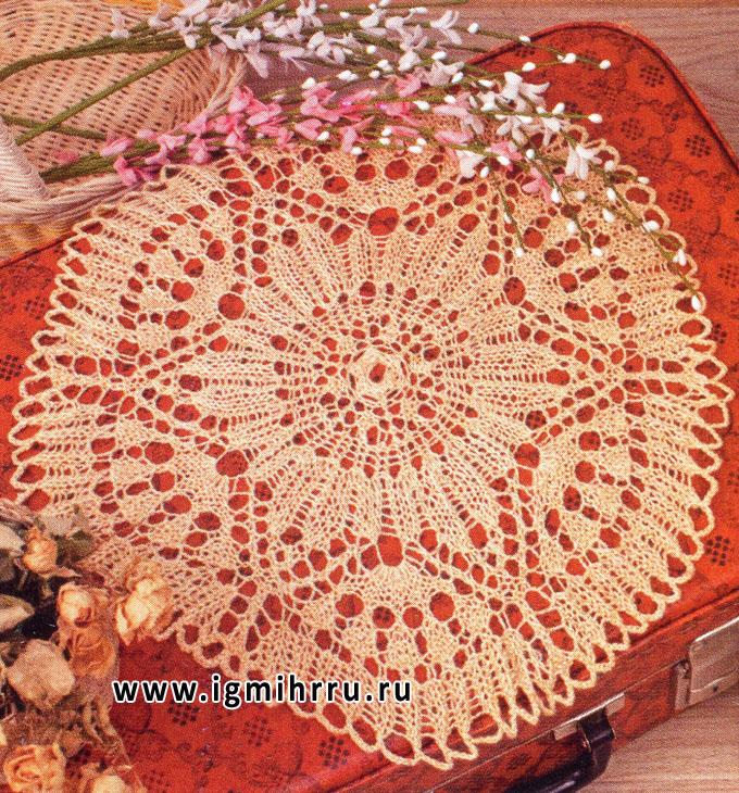 Круглая ажурная салфетка персикового цвета. Спицы