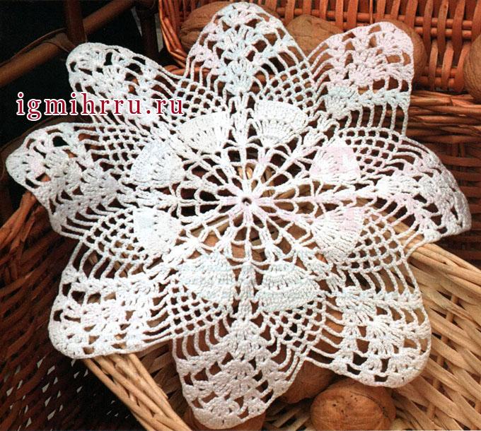 Белая салфетка-цветок. Вязание крючком