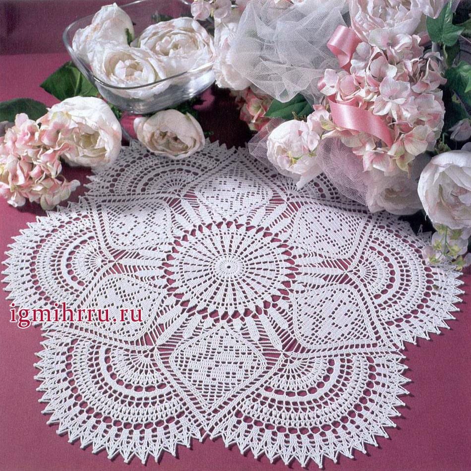 Белая салфетка с мотивами из роз. Вязание крючком