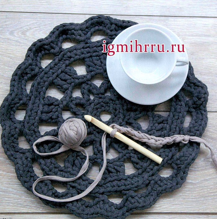 Темно-синяя салфетка-коврик из пряжи Zраgеtti. Вязание крючком