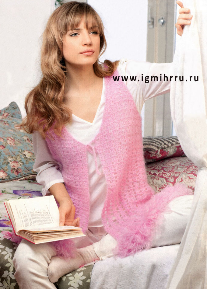 Нежный розовый жилет из теплой мохеровой пряжи. Крючок