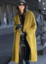 Горчично-желтое шерстяное пальто свободного силуэта. Крючок