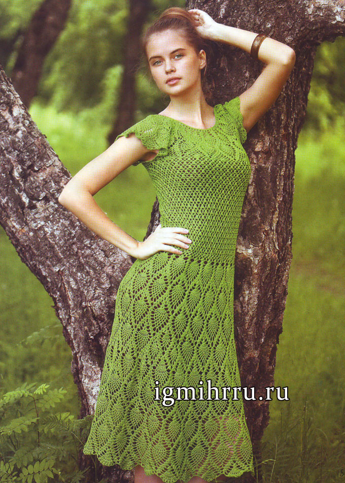 Летнее зеленое платье с узором из ананасов, связанное сверху вниз. Вязание крючком