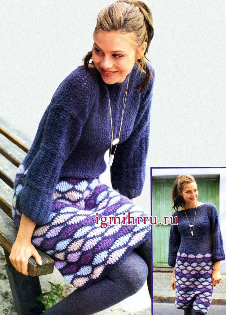 Теплое синее платье с юбкой из разноцветного волнистого узора. Вязание крючком