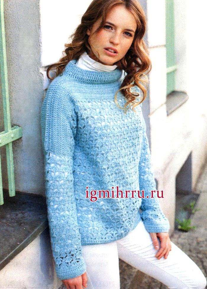 Теплый и мягкий пуловер голубого цвета, с ажурным и структурным узорами. Вязание крючком