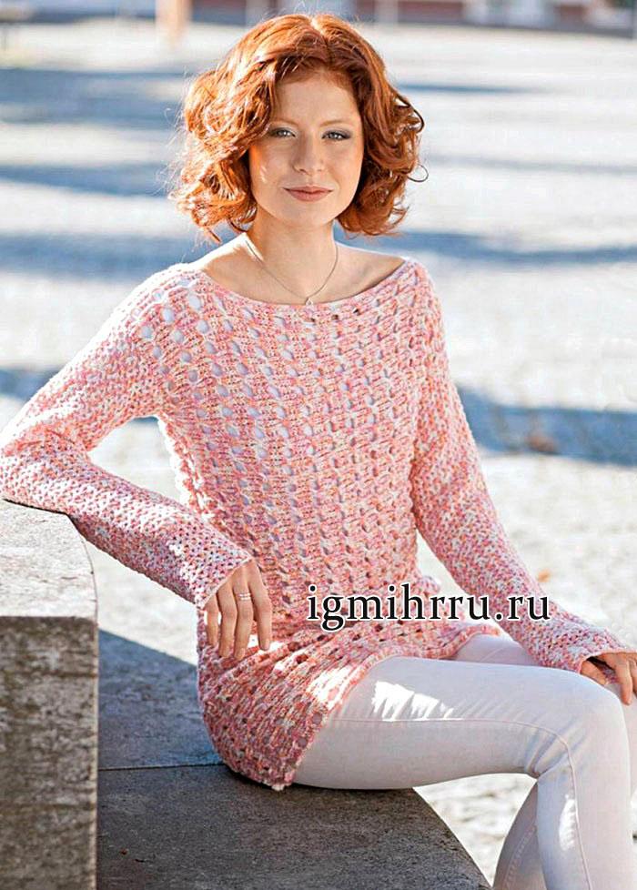 Удлиненный женственный пуловер из шерстяной розовой пряжи, с узорами из бантов. Вязание крючком
