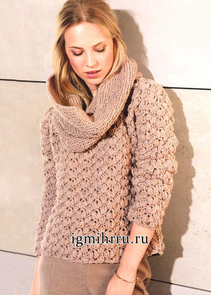 Бежевый пуловер с кружевным узором из пышных столбиков. Вязание крючком