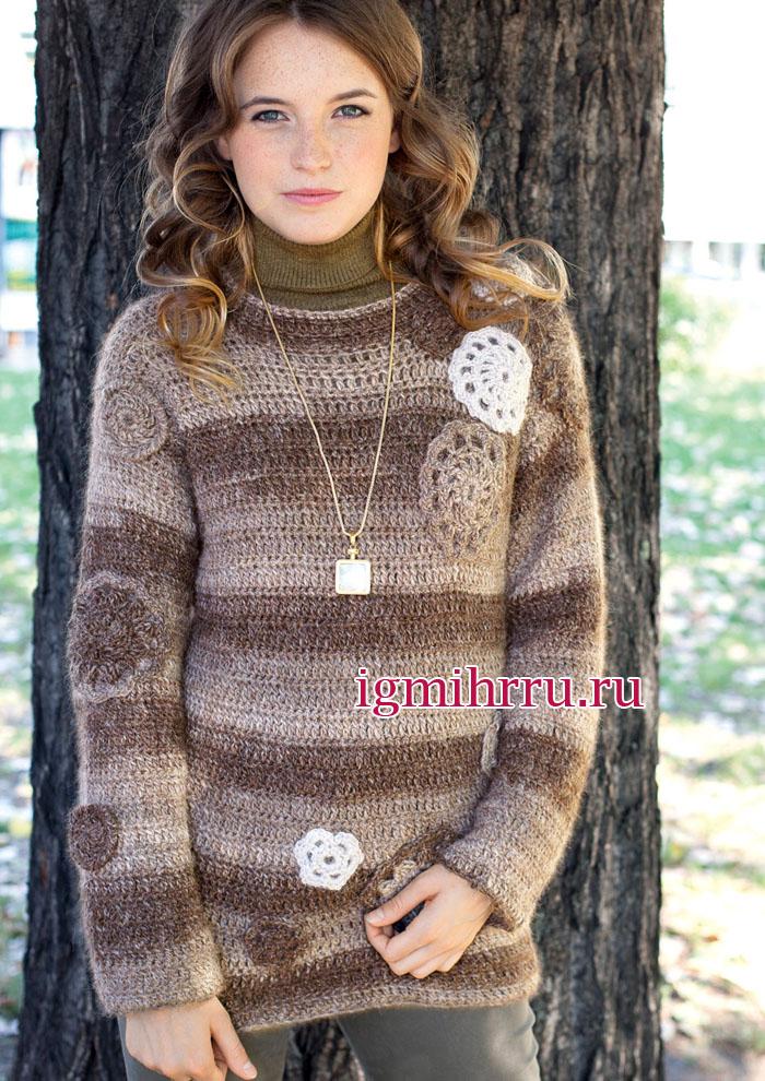 Коричневый пуловер из шерсти альпака, украшенный круглыми цветочными аппликациями. Вязание крючком