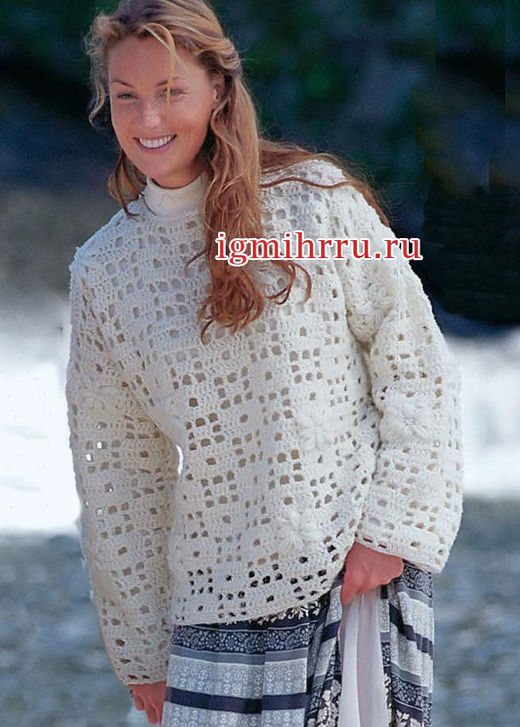 Теплый белый пуловер с филейными квадратами. Вязание крючком
