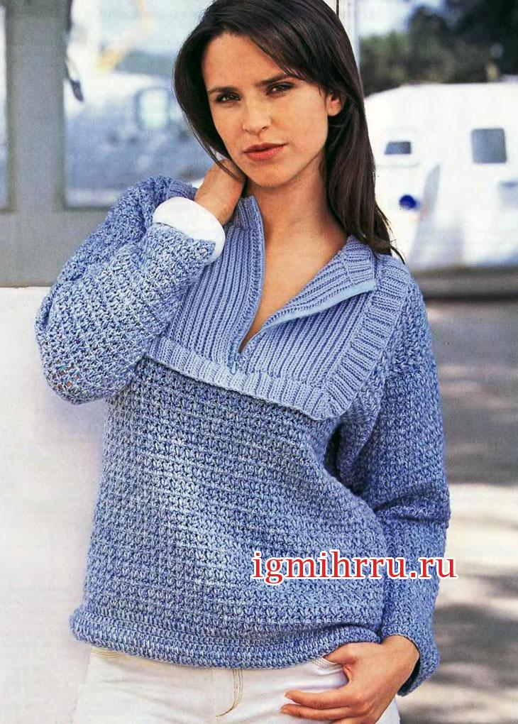 Теплый голубой пуловер со вставкой на молнии. Вязание крючком и спицами