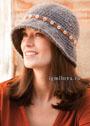 Серая шляпка с полями, украшенная тесьмой с пуговицами. Крючок
