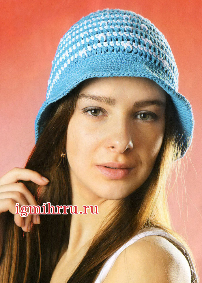 Бело-голубая летняя шляпка. Вязание крючком