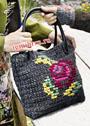 Прямоугольная сумка с вышитым цветком. Крючок