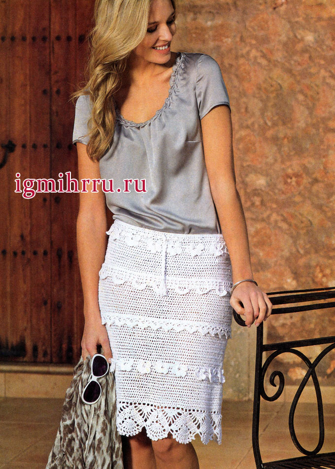В романтичном стиле. Летняя белая юбка с бордюрами, связанная сверху вниз. Вязание крючком