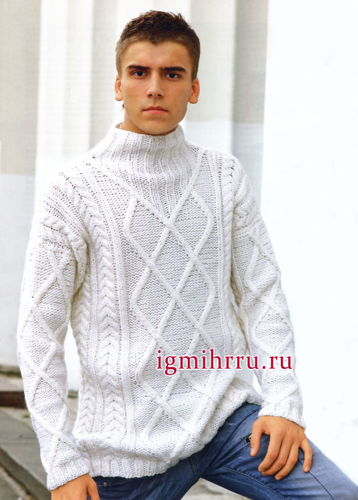 Белый вязаный джемпер