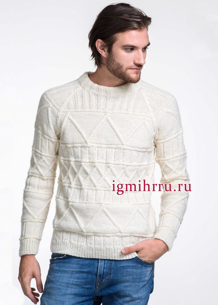 Теплый мужской пуловер белого цвета с выразительным рельефным узором. Вязание спицами