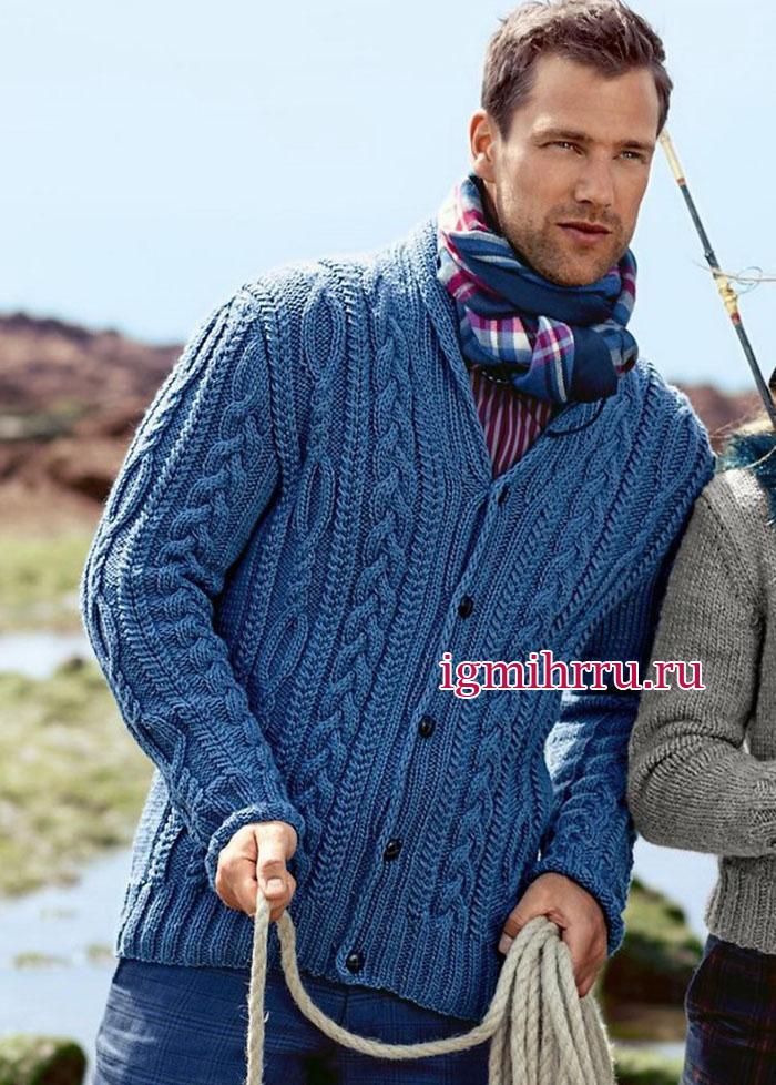 Темно-синий мужской жакет с воротником шалькой и разнообразными рельефными узорами. Вязание спицами