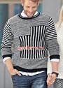 Мужской черно-белый пуловер с полосами разного направления. Спицы