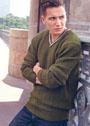 Мужской темно-зеленый пуловер с дорожками из снятых петель. Спицы