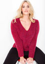 Большие размеры. Меланжевый красный пуловер с V-образным вырезом. Спицы