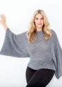 Для полных дам. Серый объемный пуловер с цельновязаными рукавами. Спицы