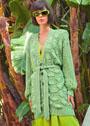 Зеленый кардиган с волнистым узором и ажуром на рукавах. Спицы