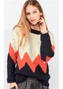 Трехцветный пуловер с красным зигзагом. Спицы