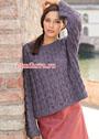 Пуловер свободного прямоугольного покроя, с ажурным узором. Спицы