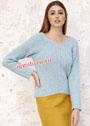 Пуловер с V-образным вырезом горловины и диагональным узором. Спицы