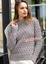 Серый пуловер с воротником-стойкой и узором из вытянутых петель. Спицы