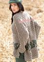 Объемный шерстяной пуловер с миксом узоров. Спицы