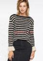 Черно-белый пуловер-тельняшка с кружевными манжетами. Спицы