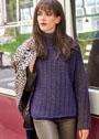 Фиолетово-коричневый пуловер с рельефным узором. Спицы