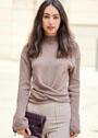 Элегантный пуловер с полосами, завязывающимися спереди или на спинке. Спицы