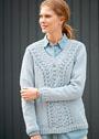 Голубой пуловер с широкой полосой ажурного узора. Спицы