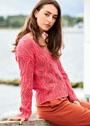 Коралловый пуловер с ажурным узором из кос. Спицы