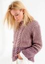 Двухцветный пуловер с разнообразными косами. Спицы