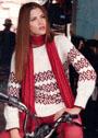 Белый пуловер с бордовым жаккардовым узором. Спицы